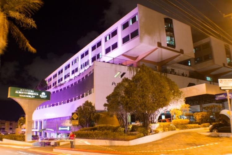 Iluminação de prédio - Outubro Rosa