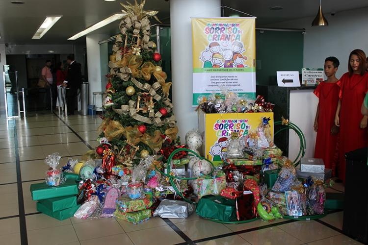 Entrega de brinquedos da Campanha Sorriso de Criança