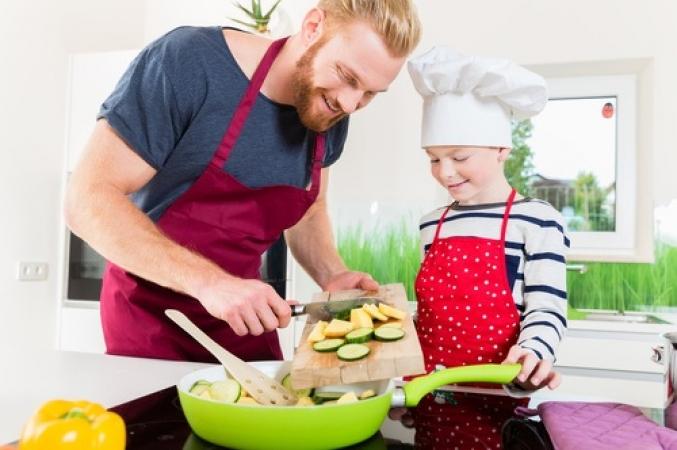 Pais têm papel fundamental na construção de bons hábitos alimentares: exemplo é fundamental