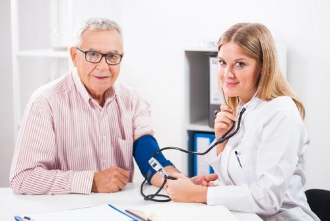 Médico da Unimed JP aborda hipertensão arterial em entrevista