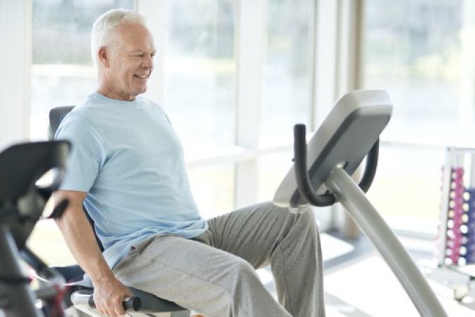 Exercícios e hábitos saudáveis podem melhorar os sintomas das doenças reumáticas