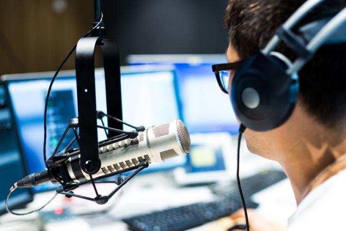 Saúde do homem é foco de entrevista em rádio