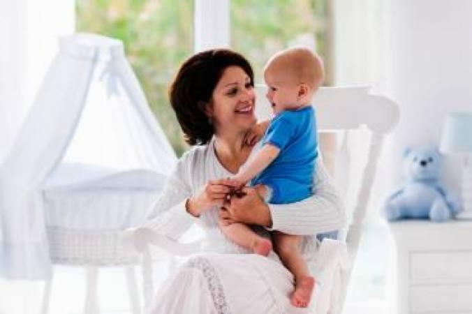 Aprenda como retirar e guardar o leite materno de forma correta e segura