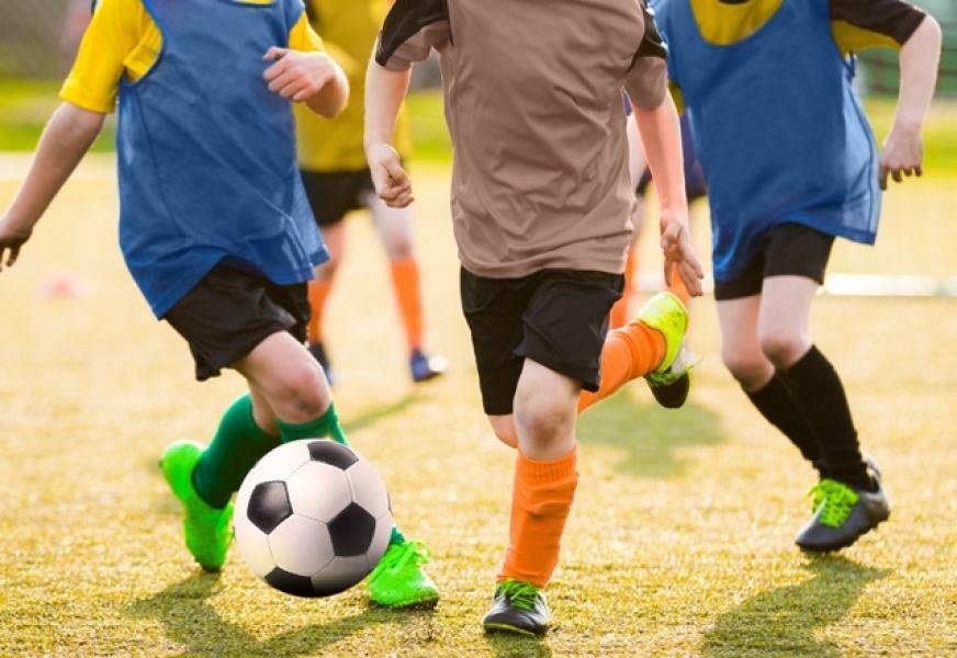 Benefícios do futebol e riscos de quem pratica sem orientação médica