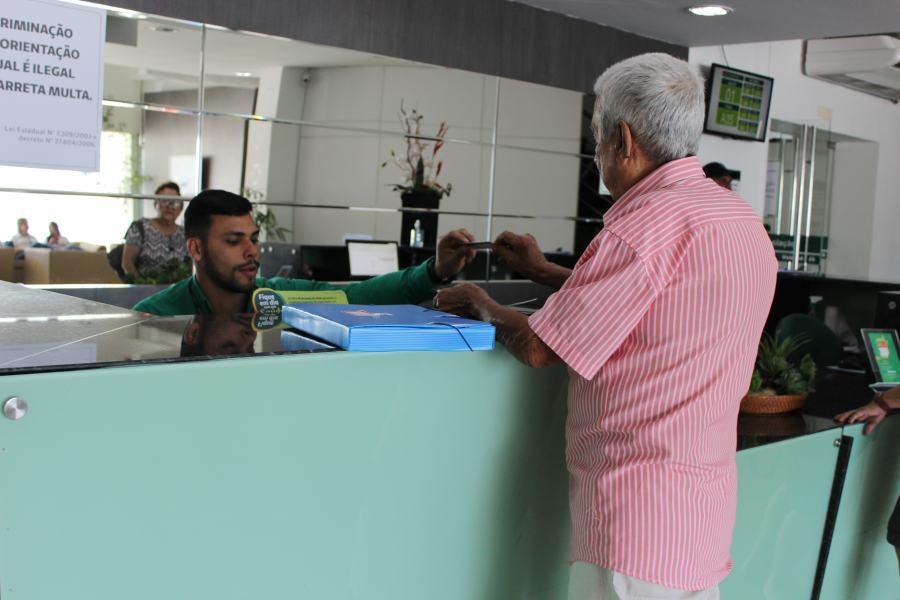 Nos dias de jogos do Brasil, o atendimento é alterado: clientes devem ficar atentos