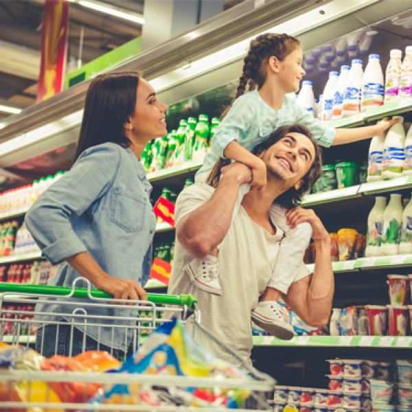 Ler o rótulo ajuda a identificar quais alimentos têm aditivos, edulcorantes e conservantes