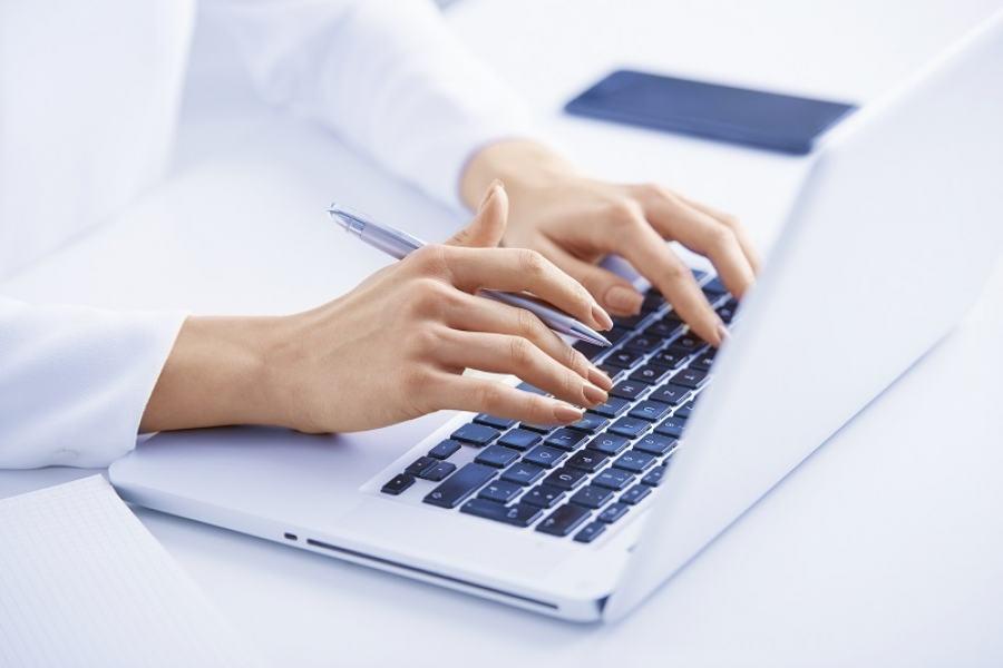 O mau e excessivo uso de computadores no dia a dia podem causar lesões: esforço repetitivo