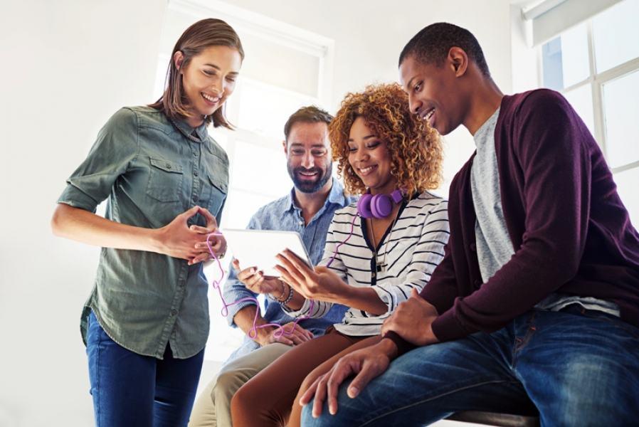 Jovens almejam crescimento profissional: inserção no mercado de trabalho e mais qualificação