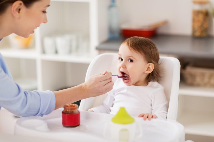 Crianças menores de 2 anos não devem consumir alimentos que contenham açúcar adicionado
