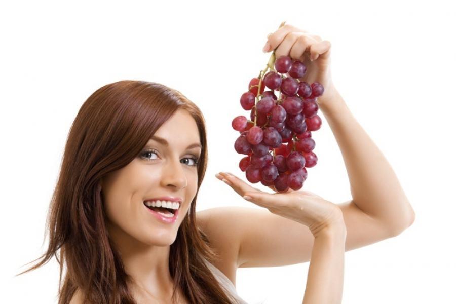 O consumo de uvas frescas ou sucos da fruta integral também garante a ingestão de vitaminas