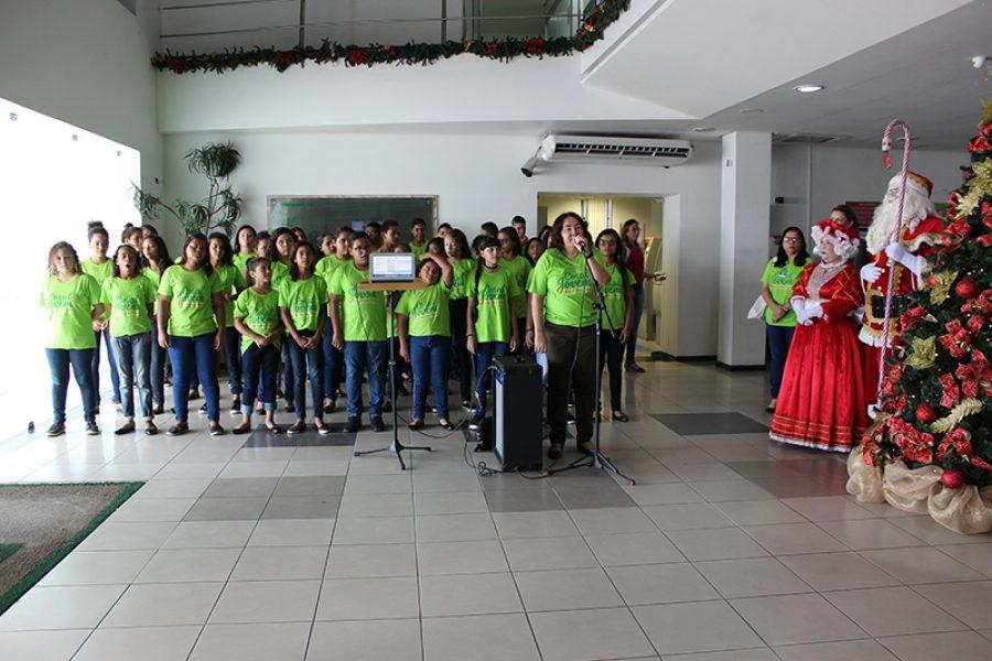 A apresentação do Coral da Unimed JP fez parte da programação natalina da Cooperativa: emoção