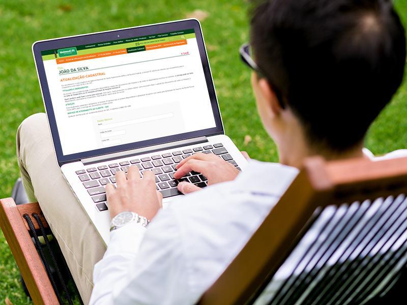 De forma cômoda e rápida, o cliente pode atualizar os dados cadastrais: internet