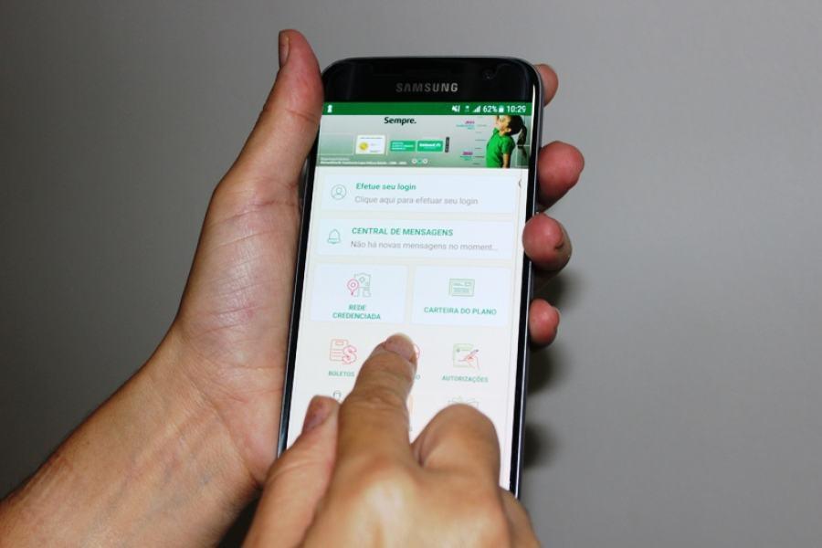 Carteira digital pode ser utilizada para receber atendimento; veja como