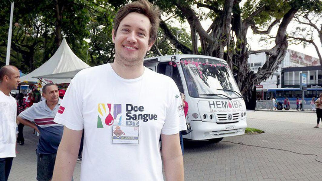 O analista de sistemas Thiago Gonçalo faz um trabalho permanente em busca de doadores