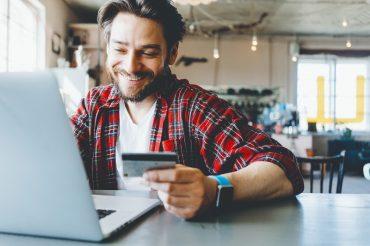 Para quitar o débito, o cliente pode não precisar nem ao menos sair de casa: tudo pela internet