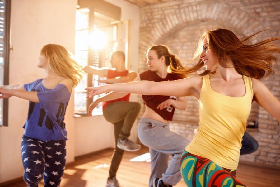 Movimentar o corpo embalado por um ritmo musical  pode prevenir doenças: mais saúde
