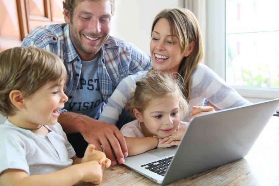 Os pais mais ativos tendem a utilizar as redes para compartilhar momentos com os filhos: digital