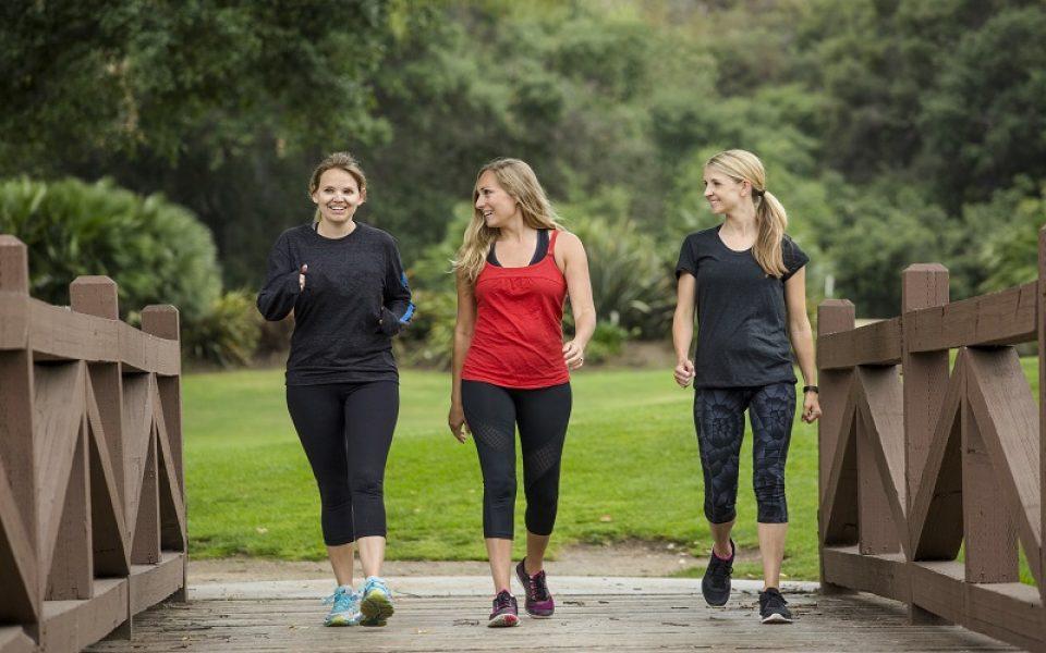 A caminhada ajuda a controlar e a prevenir doenças e melhora a autoestima: mais saúde