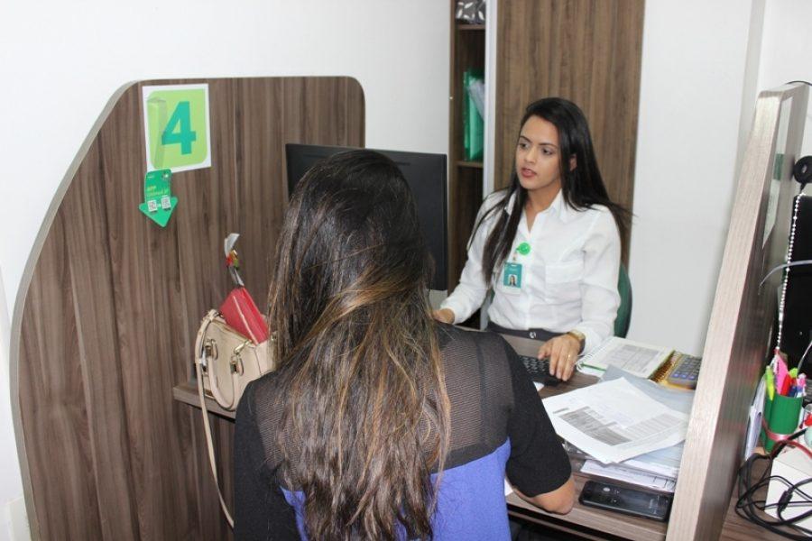 Durante o atendimento o cliente verifica qual a melhor opção para ficar em dia com a Cooperativa