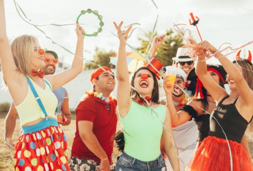 No carnaval, não esqueça de tomar bastante água, usar roupas leves e se alimentar bem