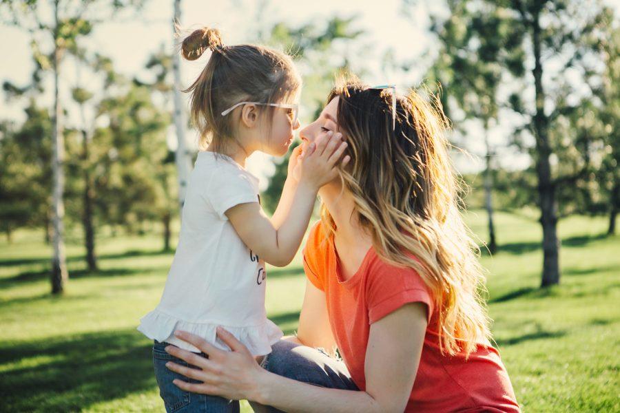 Brincadeiras fortalecem relacionamento entre pais e filhos e contribuem para saúde