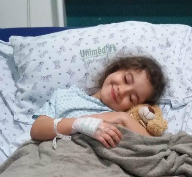 A pequena Ayumi teve que passar por uma cirurgia e ficou vários dias internada no Alberto Urquiza