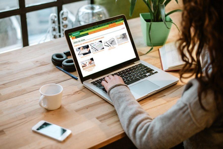 A consulta do extrato de forma on line oferece mais comodidade aos clientes: na palma da mão