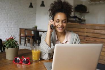 O cliente pode acionar a Ouvidoria de forma cômoda e prática pela internet e telefone