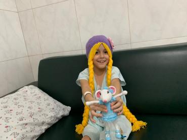 Luisa, de 7 anos, está internada no Hospital Pediátrico Unimed JP: quiz com direito a presentes
