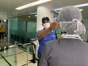 Todas as pessoas que entram no Hospital Alberto Urquiza Wanderley têm a temperatura verificada