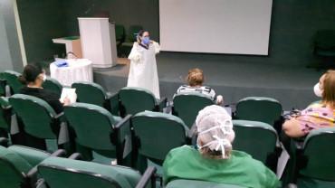 Os profissionais de saúde passam por treinamentos para garantir atendimento seguro e eficiente