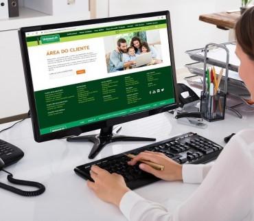 O beneficiário pode consultar, baixar o documento e imprimi-lo a qualquer hora e lugar: comodidade