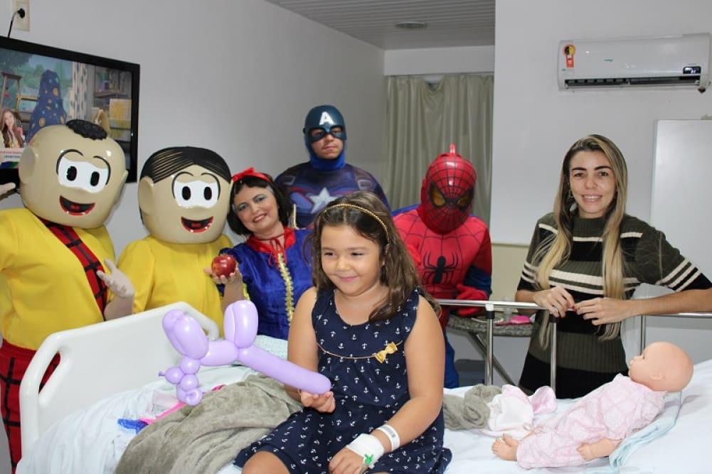 Personagens divertiram as crianças internadas no Hospital Pediátrico Unimed JP: jeito de cuidar